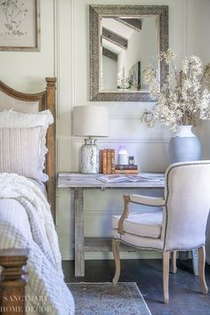 This is such a simple, yet beautiful way to herald in a new season with all of the splendor of nature. Romantic Room, Romantic Home Decor, Romantic Homes, Modern Farmhouse Design, Farmhouse Style Decorating, Cute Cottage, Bright Decor, Bright Homes, Home Comforts