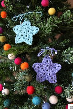 Colourful Christmas crochet stars on For the Love of George