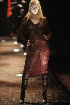 Alexander McQueen Fall 1998 Ready-to-Wear Fashion Show - Maggie Rizer
