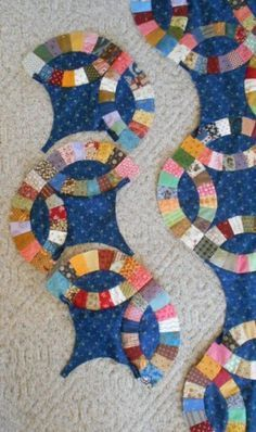 Great tutorial on sewing double wedding ring blocks together