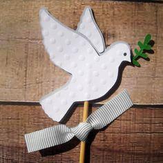 Picks/Topper para Batismo ou Primeira Comunhão - Pomba Branca Christmas Bird, Christmas Crafts, Christmas Decorations, Jewish Crafts, Egg Carton Crafts, Peace Dove, Altar Decorations, Church Flowers, Bird Theme
