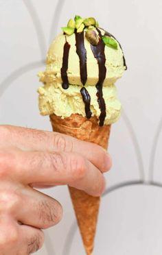 Vegan Pistachio Ice Cream - Eating Works No Ice Cream Maker Needed Ice Cream Pops, No Churn Ice Cream, Ice Cream Maker, Frozen Desserts, Frozen Treats, Vegan Desserts, Vegan Food, Dessert Recipes, Healthy Ice Cream