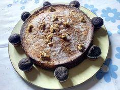 Bizcocho de nueces con mini magdalenas de chocolate.