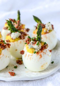 Bacon Blue Deviled Eggs with Roasted Garlic and Asparagus may look gourmet but each step is actually very simple. The final product looks beautiful and delicious, making this the perfect finger food for your next spring dinner party. Appetizers For Party, Appetizer Recipes, Christmas Appetizers, Brunch Recipes, Food For Parties, Gourmet Appetizers, Simple Appetizers, Gourmet Foods, Appetizer Ideas