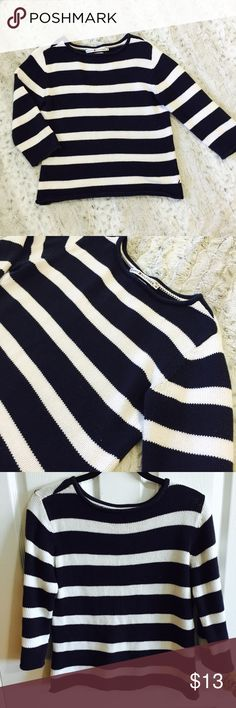 Tommy Hilfiger Navy Blue & White Striped Sweater EUC cozy sweater! No damage, no pilling. Great sweater. Accessorize it with a chunky necklace and some jeans and ankle boots! Tommy Hilfiger Sweaters Crew & Scoop Necks