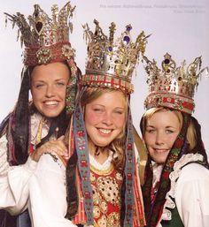 """Wings of Whimsy: All 3 Traditional Norwegian Bridal Crowns from Hornindal, Nordfjord - Raftevoldpyntet, Frislidpyntet & Slettebøpyntet. Photo from """"Brudekroner fra Nordfjord"""" by Bendik Os. Wedding Headdress, Wedding Veils, Norwegian Clothing, European Wedding, Ethnic Outfits, Traditional Wedding Dresses, Bridal Crown, Mexican Folk Art, People Of The World"""