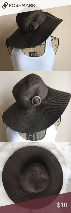 👉NWT👈 Brown Floppy Hat 👉NWT👈 Brown floppy hat was purchased for a trip but decided to go with another look. Has a side buckle. Never Worn. Accessories Hats