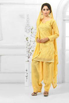 Jaune Costume Coton Patiala Salwar avec mousseline Dupatta Prix: - 49,43 €  Coton Jaune , semi costume stictch de Patiala . Cou chérie , longueur genou dessus , manches pleine kameez . Jaune salwar coton patiala . Jaune dupatta en mousseline de soie . Il est parfait pour vêtements de sport , vêtements de fête , l'usure du parti et de l'usure de mariage usure .  http://www.andaazfashion.fr/yellow-cotton-patiala-salwar-suit-with-chiffon-dupatta-dmv13548.html