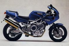 Yamaha in a lovely blue and gold paintjob. Trx, Yamaha Motorcycles, Cafe Style, Sweet Pic, Old Bikes, Shape Design, Repair Manuals, Midnight Blue, Motorbikes