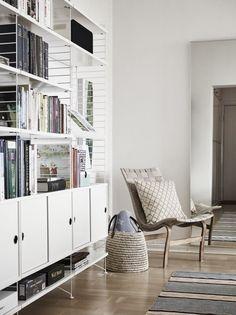 #stringsystem #estanterías #salones Shelf Inspiration, Interior Inspiration, String Regal, String Shelf, Muuto, Muebles Living, Living Spaces, Living Room, Home Office Design