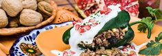 Receta para preparar chiles en nogada. Arranca la temporada para saborear uno de los platillos más representativos de la gastronomía nacional. Toma nota de los ingredientes y el modo de preparación de este original plato tricolor.