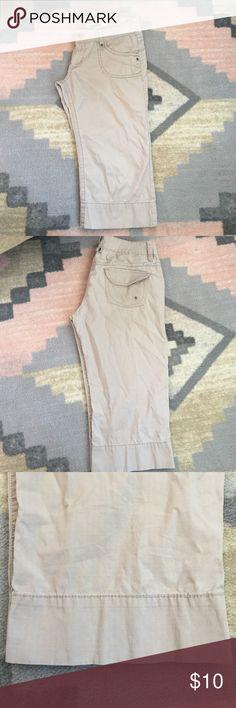 Khaki capris Lightweight khaki capris UNIONBAY Pants Capris