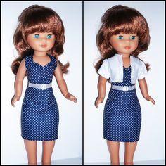 Conjunto deropa hecho a mano para la muñeca Nancy, compuesto por un vestido recto con escote en forma de corazón, un cinturón y una chaqueta corta. Ni los zapatosni la muñeca están incluidos en la venta. Si tienes cualquier pregunta o duda ponte en contacto conmigo.