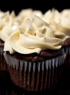 Candice's Low Carb Chocolate Cupcakes with Vanilla Bean/Mocha Buttercream : Sweet treats Forum : Active Low-Carber Forums Low Carb Deserts, Low Carb Sweets, Healthy Deserts, Sugar Free Desserts, Just Desserts, Dessert Recipes, Cupcake Recipes, Low Carb Keto, Low Carb Recipes