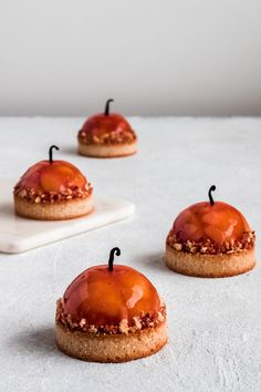 Patisserie Design, Mini Cakes, Caramel Apples, Panna Cotta, Cheesecake, Food And Drink, Treats, Fruit, Ethnic Recipes