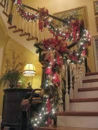 Christmas stairs big and beautiful and staircases on - Escaleras decoradas en navidad ...