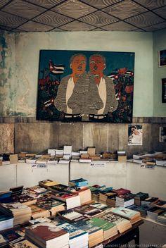 oyecuba: University of Havana Bookstore, Havana, 2012. Photo by Alejandro Santiago. www.AlejandroSantiagoPhotography.com