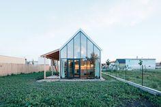 IST – Family House near Bratislava / by JRKVC studio (photo by Peter Jurkovic)