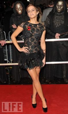 Sophisticated Pixie In 2010, Emma Watson had the style world buzzing when she chopped off her locks into a chic pixie cut. Here she is in November 2010, going short and sexy at the world premiere of Harry Potter and the Deathly Hallows, Part I.