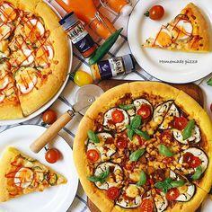 2016/07/30 19:58:00 aya_m08 Pizza  Today's dinner is pizza.  The pizza crust has been added to turmeric ‼︎ ・  ピザ🍕  こんばんは😊  今日は旦那さんからビールに合う晩御飯がいいとリクエストを受けました😊  夏らしく、ターメリックをピザ生地に混ぜてカレーピザを作りました〜〜😊 黄色の生地ですよ〜〜‼️ターメリックのにおいがまたまた良い感じ😆  出先から帰ってきて、日没前に間にあった😆  熱々で食べる前に、やっぱり撮りますよね…(笑)  #バルミューダ で出来立ての味が蘇るので助かります😊  #ギャバンでカレーレシピ #スパイスクッキング #クッキングラムモニター  #クッキングラム  #手作りピザ#手ごね#ピザ#カレー#おつまみ#デリスタグラマー#…