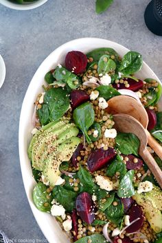 French lentil salad with beets, baby spinach and feta cheese is a nourishing healthy winter salad recipe, naturally gluten-free and easy to make. Food Recipes For Dinner, Food Recipes Deserts Plats Healthy, Healthy Salads, Vegetarian Lunch, Vegetarian Recipes, Healthy Recipes, Baby Recipes, Beetroot And Feta Salad, How To Cook Lentils, Winter Salad Recipes