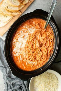 Slow Cooker Creamy Chicken Spaghetti