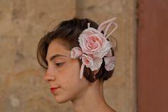 Rosa in Seta pura con due piccoli bocci su pettine o spillo per abito