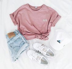 via weheartit Yseult Delcroix - Mode, Outfit und adidas - Outfit - Modetrends Tumblr Outfits, Komplette Outfits, Teen Fashion Outfits, Lazy Outfits, Womens Fashion, Fashion Clothes, Ladies Fashion, Fashion Wear, Fashion Dresses