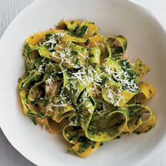 Fettuccine with Kale Pesto: Unlike pesto made with basil, this delicious kale version doesn't lose its bright-green color. It also has more micronutrients and protective phytonutrients.