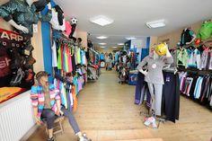 Daca stilul atletic este alegerea ideala pentru dvs., atunci ati ajuns in locul potrivit. In magazinul Tentazione Sportswear Busteni veti gasi o colectie completa de imbracaminte si incaltaminte sport pentru adulti.
