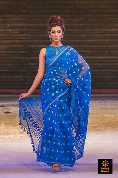the wearer attracts me. Ethnic Outfits, Indian Outfits, Bangladeshi Saree, Saree Dress, Saree Blouse, Blouse Neck, Sari Blouse Designs, Kurta Designs, Blouse Patterns