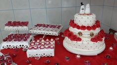 Cake Wedding. Red roses.