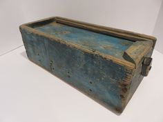 early New England slide lid spice box Primitive Shelves, Primitive Furniture, Primitive Antiques, Country Primitive, Old Wooden Boxes, Old Boxes, Spice Cabinets, Rustic Cabinets, Antique Chest