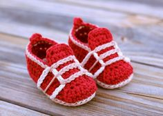 Crochet PATTERN for the super cute Auroch sneaker! These make a beautiful gift or a feature item for your shop!    Sizes 0-3mos (3.5 inches) 3-6mos