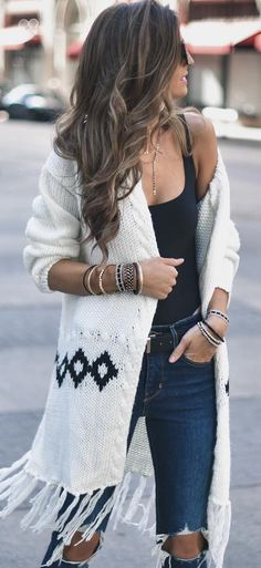 40 Lovely Winter Outfit Ideas - #winteroutfits #winterstyle #winterfashion #outfits #outfitoftheday #outfitideas #womenclotheswinter