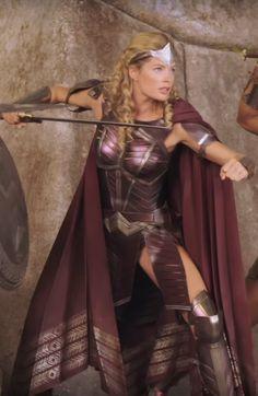 Justice League Wonder Woman Queen's Guard Venelia - Geek World Wonder Woman Costumes, Wonder Woman Cosplay, Wonder Woman Drawing, Wonder Woman Movie, Xena Warrior Princess, Warrior Girl, Amazons Wonder Woman, Amazons Women Warriors, Film Science Fiction