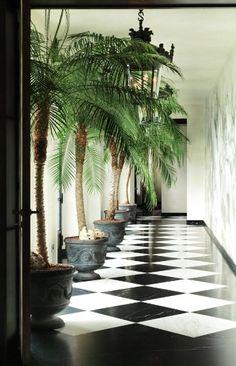 A sublime entrance hall!!