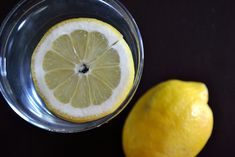 Ashley's Green Life: Start Your Day with Warm Water & a Lemon (Video) Warm Lemon Water, Drinking Lemon Water, Water 3, Cleanse Your Liver, Best Makeup Tips, Alkaline Foods, Wheat Grass, Green Life, Lemon Lime