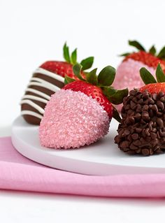 The perfect gift for the Mom who doesn't want anything but deserves everything! These delicious @sharisberries Mother's Day Strawberries are dipped in dark, milk, or white and then topped with swizzles, chocolate chips and pink shimmer sugar.