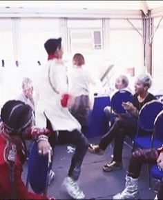 top gif dancing for GD lol~Is he trying to do that move from EXO's Growl?