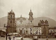 PLAZA DE BOLIVAR - FOTO DE LA BOGOTA DE ANTAÑO My Heritage, Study Abroad, Notre Dame, Taj Mahal, Building, Travel, Plaza, Carrera, Bella