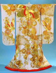 Dating to the early to mid Japanese Textiles, Japanese Kimono, Japanese Art, Japanese Culture, Japanese Fashion, Wedding Coat, Wedding Kimono, Gold Wedding, Chinese Embroidery