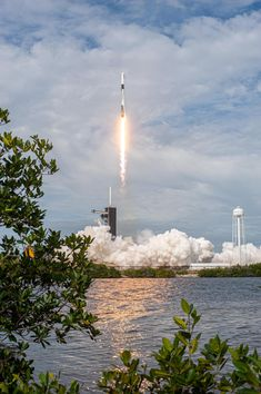 Liftoff of SpaceX's In-Flight Abort Test January 2020 via NASA SpaceX's Falcon 9 rocket lifts off from Launch Complex at the Kennedy Space Center. Nasa Pictures, Astronomy Pictures, Nasa Photos, Hubble Images, Photos Du, Hubble Space Telescope, Space And Astronomy, Space Exploration Technologies, Nasa Spacex
