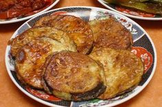 Molasses in Spanish is called melaza, and this recipe for fried eggplant and molasses is quick, easy and inexpensive to prepare.