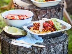 These make-ahead nachos are my go-to camping meal. Not only because nachos are one of my favourite foods, but because they're super easy to prep from home and whip up quickly with minimal equipment! Lunch Snacks, Healthy Snacks, Healthy Recipes, Freezable Recipes, Free Recipes, Keto Recipes, Camping Food Make Ahead, Camping Meals, Backpacking Recipes