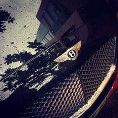 La buena vida #ocio #job & more para los afortunados que posean este #car #coche #bentley se lo han ganado, lujos #moda & more #nosvemosenlastiendas