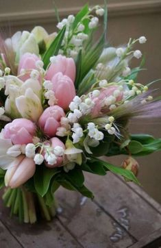 Adorable and Cheap Easy DIY Tulip Arrangement ideas no 32 Spring Flower Arrangements, Beautiful Flower Arrangements, Floral Arrangements, Tulips Flowers, Spring Flowers, Beautiful Flowers, Flowers Garden, Outdoor Flowers, White Tulips