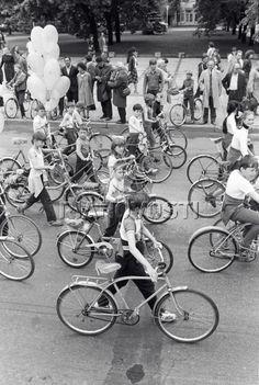 """Юные велосипедисты принимают участие в традиционных торжествах в честь велосипеда в день """"Праздника велосипеда"""" Cycling, Bicycle, Street View, Bike, Bicycle Kick, Biking, Trial Bike, Bicycling, Bicycles"""