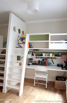 Voici une mezzanine ludique créée sur-mesure afin d'optimiser l'espace de cette chambre d'enfant  !