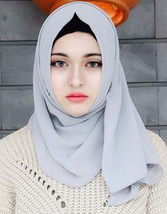 High Quality Chiffon Muslim Hijab for Women. This flowing, sheer, lightweight and silky chiffon colorful hijab is a m Beautiful Muslim Women, Beautiful Hijab, Arab Girls, Muslim Girls, Hijabi Girl, Girl Hijab, Muslim Women Fashion, Muslim Beauty, Islamic Girl